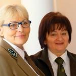 Halina Stachowska gratuluje odznaczenia Krystynie Cherubin