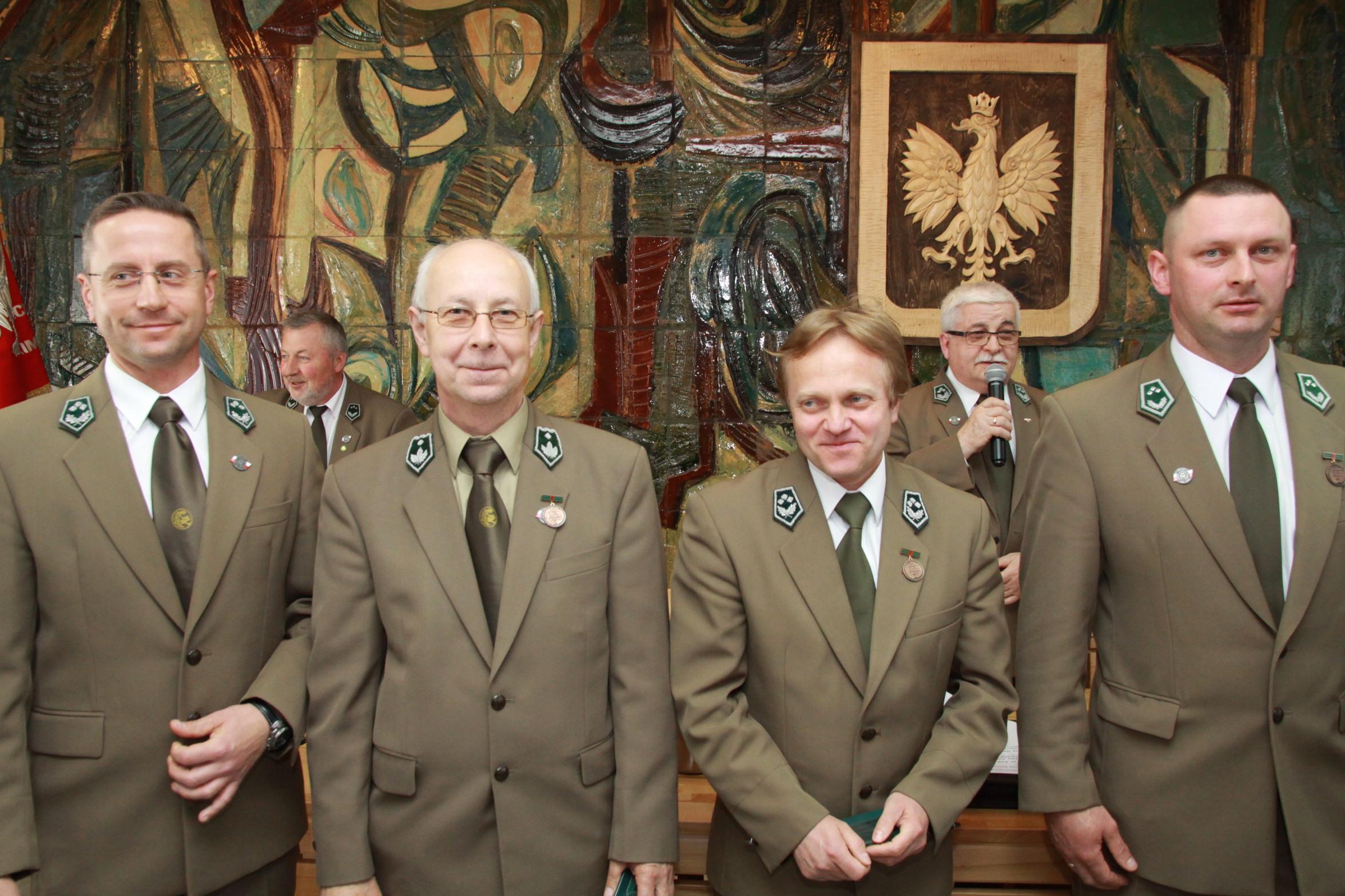 Fot. 4 Odznaczeni Brązowa Odznaką  Zasłużony dla Leśników Polskich c.d.